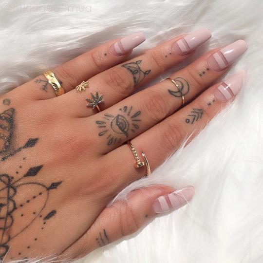 Tatuaż Na środkowym Palcu Dla Mężczyzn Tatuaż Zamiast